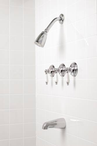 ASHBURY TUB & SHOWER FAUCET WASHERLESS, CHROME WITH WHITE LEVER